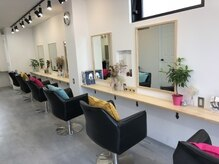 オーストヘアーモニカ 梅田茶屋町2号店(Aust hair Monica)の雰囲気(明るくゆったりとした店内☆小物やお手洗いまでにもこだわりを♪)