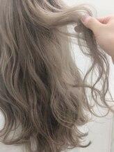 従来のヘアカラーよりもツヤ、色持ち、手触りが向上!