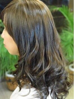 ブロード ヘアー(Broad Hair)の写真/「自分でカールを表現するのが苦手…」そんな方にこそ試して欲しい!朝ラクカールでスタイリングも楽々に♪