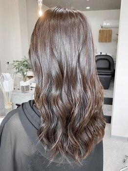 エイティエイト(88)の写真/大人女性の理想を叶える【88 hair design】透明感のあるグレイカラーで柔らかなニュアンスに♪【城東】