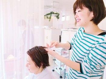 アドラーブル はなみずき店(adorable)の写真/女性の髪質を知り尽くしたサロンだから◇こだわる薬剤で、髪にたっぷり保湿ケア◆乾燥対策にも◎