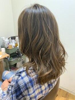 フーヘアーリビング(Fuu Hair Living)の写真/【OPEN2周年★】実力派stylistが、ナチュラルなハイライトやバレイヤージュなど立体感のあるカラーを実現!!
