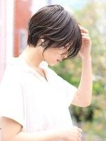 アンド ストーリーズ 表参道(&STORIES)大人かわいい 前髪なし 耳掛けショート ショートヘア
