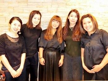 アロマ ヘアー ルーム 新宿店(AROMA hair room)の写真/【プラチナカラー(全体)+カット+Tr付¥3500】女性目線で可愛くキレイな愛されヘアにしてくれると大人気♪