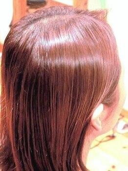 テイクイットイージー(TAKE IT EASY)の写真/髪と頭皮に優しい、漢方で染める白髪染め。11種のハーブと7種の花の色素のみで染める『漢方カラー』新導入