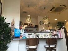 ラニ ヘアメイクアンドスパ(LANI Hair Make&SPA)の雰囲気(お洒落なカフェ風の店内で、ゆっくりスタイルの相談をして見て☆)