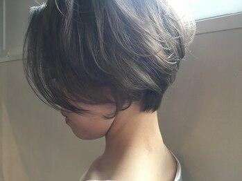 ジル ヘアデザイン ナンバ(JILL Hair Design NAMBA)の写真/毛量/毛流れ/輪郭/頭の形を見極めるカット◇ショートでもボーイッシュすぎない、色気のあるスタイルに。