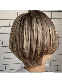 ウニカ デ ビエモン(UN1CA de BIEMON)の写真/思い切ったイメチェンもいつも通りも◎骨格・髪質・クセを見極めた「最高の-5歳似合わせカット」が叶う☆
