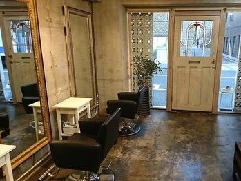 キトリ(Kitri)の写真/シンプルな店内をオシャレなアンティーク家具で統一♪ラグジュアリー空間でワンランク上のサロンタイムを◎