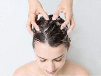 ヘアーアンドビューティー ハナハナ(hana hana)の写真/疲れ切った頭皮と髪にヘッドスパで極上の癒しを…。[推拿ヘッドセラピー¥4300][Veganスキャルプスパ¥3200]