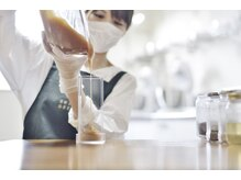 マーヴェラス ビューティアンドコスメティック(marvelous beauty&cosmetics)の雰囲気(自社工場を併設。お肌に優しい薬剤・洗浄剤にこだわります。)