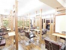 美容室クローバー 新小岩店(clover)の雰囲気(木と緑を基調とした空間でリラックス♪隣の席との距離感も◎)