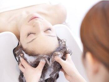 トーキョーヘアーギンザ(TOKYO hair GINZA)の写真/大人の女性に向けたエイジングケアサロン-。心や髪を健やかに…髪の内部に保湿成分を届けます◎