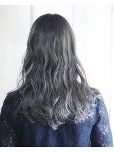 《毛先まで艶が出るブルーアッシュ》