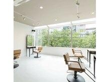 ククー ヘアーアンドメイクアップ(COU COU)の雰囲気(席の間隔がゆとりがある空間です。のんびりとお過ごし下さい)