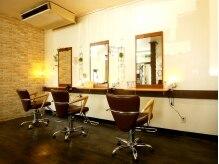ベルエアー アルファー オゾン アンド フェイス サロン(BEL AIR α ozone&face salon)の雰囲気(白と茶色を基調とした店内でゆっくり施術を受けられます♪)