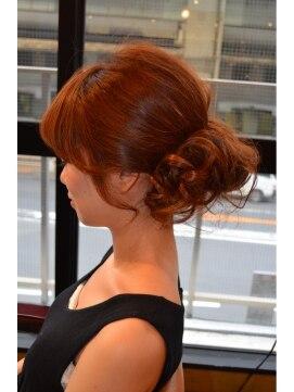 結婚式の髪型(ヘアアレンジ) ゆるふわワンロール