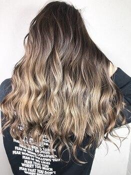 クレアール(CREAR)の写真/流行の3Dカラーやハイライトは【CREAR】にお任せ!髪に透明感をプラスして振り返られるような美髪に♪