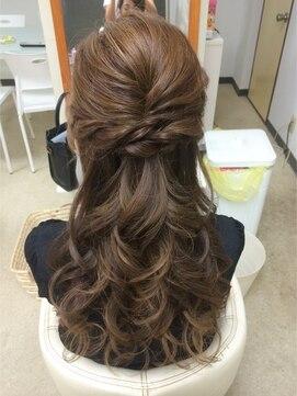 結婚式髪型ハーフアップ ツイストハーフ