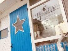 ハウディ(Howdy)の雰囲気(≪1≫☆マークの扉が目印。現在は青い扉です★)