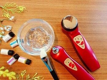 ティーグロス(T+gloss)の写真/【スタッフ全員女性です★】悩みや希望に合わせて選べるメニュー!!アロマの香りで癒しと本気の頭皮ケア★