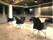 ヘアーアンドメイク ルミエール(Hair&Make Lumiere)の雰囲気(無駄を省いたラグジュアリーな空間。半個室のVIPルームも完備。)