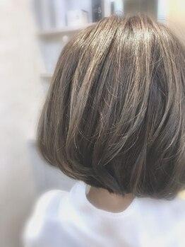 ヘアメイク カラフル(hair make colorful)の写真/◆白髪もデザイン◆白髪が気になってきた方必見!不自然にならない白髪をデザインするハイライトカラー☆