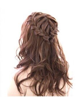 結婚式の髪型(巻き髪ヘアアレンジ) ダウンスタイル編み込みアレンジ