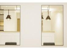 オクトーバー シュクガワラ(OCTOBER SHUKUGAWARA)の雰囲気(シンプルで洗練された空間が広がります)