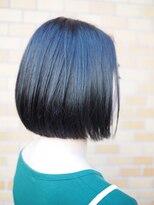 ノエル ヘアー アトリエ(Noele hair atelier)『Noele』切りっぱなしミニボブ×ディープブルー