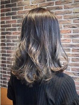 ロク(6)の写真/話題のイルミナカラ―&スロウカラ―採用!!透明感とキレイ色で憧れの外国人風ふんわりサラツヤ髪をGET☆