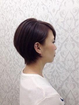 ミチ(michi)ノンジアミンのWカラーで艶髪 ショート