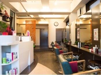 ヘアアンドメイク バンブー(hair&make Bamboo)の写真/明るいスタッフがお客様を笑顔でお出迎え致します♪ホッと休まる暖かい空間でゆっくりリラックス♪