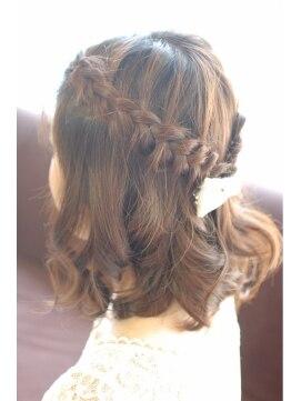 編み込みハーフアップアレンジ(結婚式の髪型)  ハーフアップ・編み込み