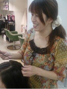 ラッキーヘア 中山店の写真/【中山観音徒歩1分】柔らかい手触りが叶う☆頭皮・髪に優しい薬剤で負担を抑えて、ツヤのある仕上がりに♪
