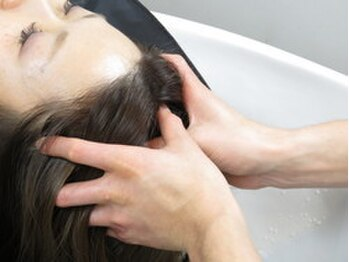 ミクマル(micmal)の写真/健康的な美髪へ導く!!頭皮を気持ちよくマッサージし、頭皮と髪に潤いを与え、極上のリラックスタイムを☆