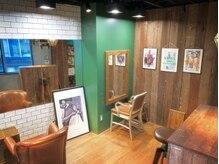 エイチケー(HK)の雰囲気(カフェのような、落ち着ける空間。漫画雑誌もたくさんあります。)
