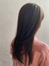 髪と頭皮への負担を最小限に抑えたカラーテクニック
