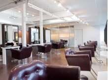 アグ ヘアー シュシュ札幌2号店(Agu hair chouchou)の雰囲気(天井も高く開放的な空間。ゆったり寛げる場所。癒しのひと時を。)