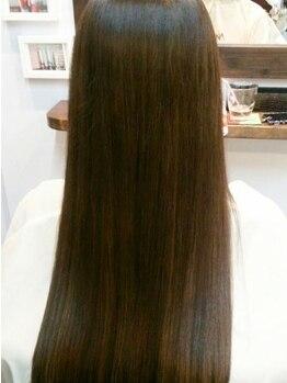 ヘア デザイン クリニック アンテナ(hair design clinic ANTENNA)の写真/【髪内部から本気の徹底ケア】 美髪マニアの女性Stylistが、お悩みにあわせて的確なトリートメントを選定!