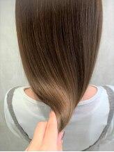 ケーツーダブリュー(k-two W)髪年齢-10歳酸性ストレート×カーキグレージュ/大阪&梅田&茶屋町