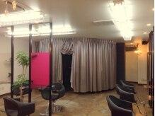 ビーナスアートヘア 五日市店(Ve nus ART HAIR)の雰囲気(奥にあるのはシャンプーブース。癒しのひとときを。。)