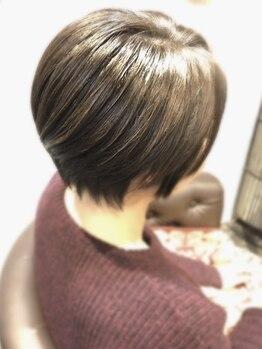 フリーダムデザイン(FreeDoM Design hair&nail)の写真/【代々木上原徒歩1分】ショートはフォルムが命!!骨格や髪質を見極めてカットしていくから小顔hairが叶う!!