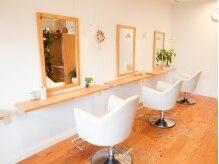 アコラート(hair&make acolat)の雰囲気(明るい木のぬくもりあふれる店内。落ち着きますよ♪)