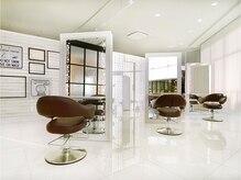 ラック 辻堂(LUCK)の雰囲気(白を基調にした清潔感のある空間☆席間もあるのでリラックス♪)