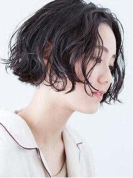 エマン(aimant)の写真/絶妙なニュアンスは、パーマで実現★ボリュームやクセ毛も味方にした、キュート×オシャレなスタイルへ。