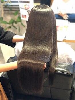 髪質改善ヘアエステ ライフ(LIFE)の写真/髪質改善に徹底的にこだわったオーダーメイドの髪質改善!必要な栄養素を調合し扱いやすい髪へと導きます♪