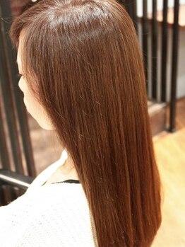 クローバー マルエツ中原店(CLOVER)の写真/『美容液発想のヘアカラー!』2つの美容液成分で髪に潤いを☆艶やかなグレイカラーで360度キレイに…♪