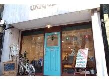 ヘア ユニック(HAIR UNIQUE)の雰囲気(日の町通り沿いで一際目立つ青いドアが目印です♪)