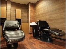 美容室 ウーヴリール(ouvrir)の雰囲気(シャンプーブースは半個室で落ち着いた空間です。)